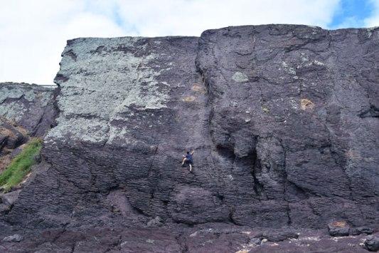 Climbing-cliffs-in-Hallett-Cove